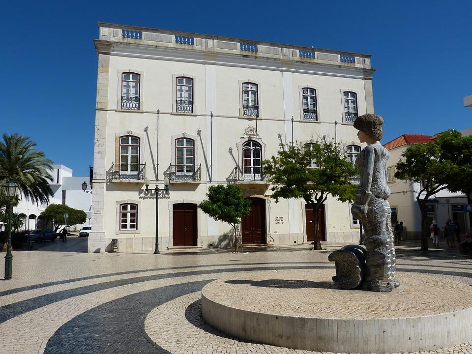 bâtiment du centre-ville dans la régio de l'Algarve
