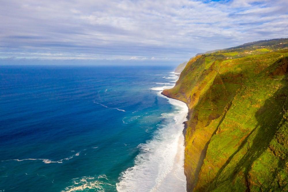 vue aérienne de la côte Atlantique du Portugal